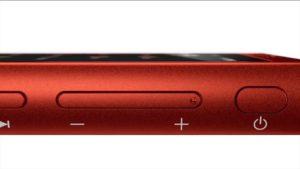 サイドには電源ボタンやボリュームボタンなどを搭載。ポケットやバックの中でも操作可能なのは〇。